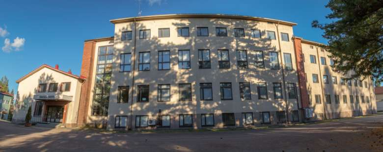 Entisen Oriveden Opiston, nykyisen Oriveden Kampuksen, päärakennus kuvattuna kesällä 2018.