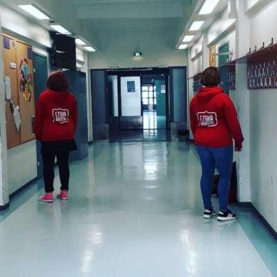 Etsivät nuoristyöntekijät koululla