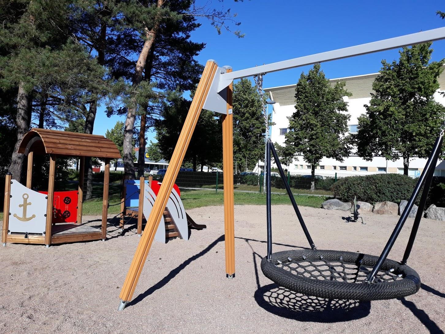 Kääjäntien leikkipuistossa on monipuoliset ja ajanmukaiset leikkivälineet.