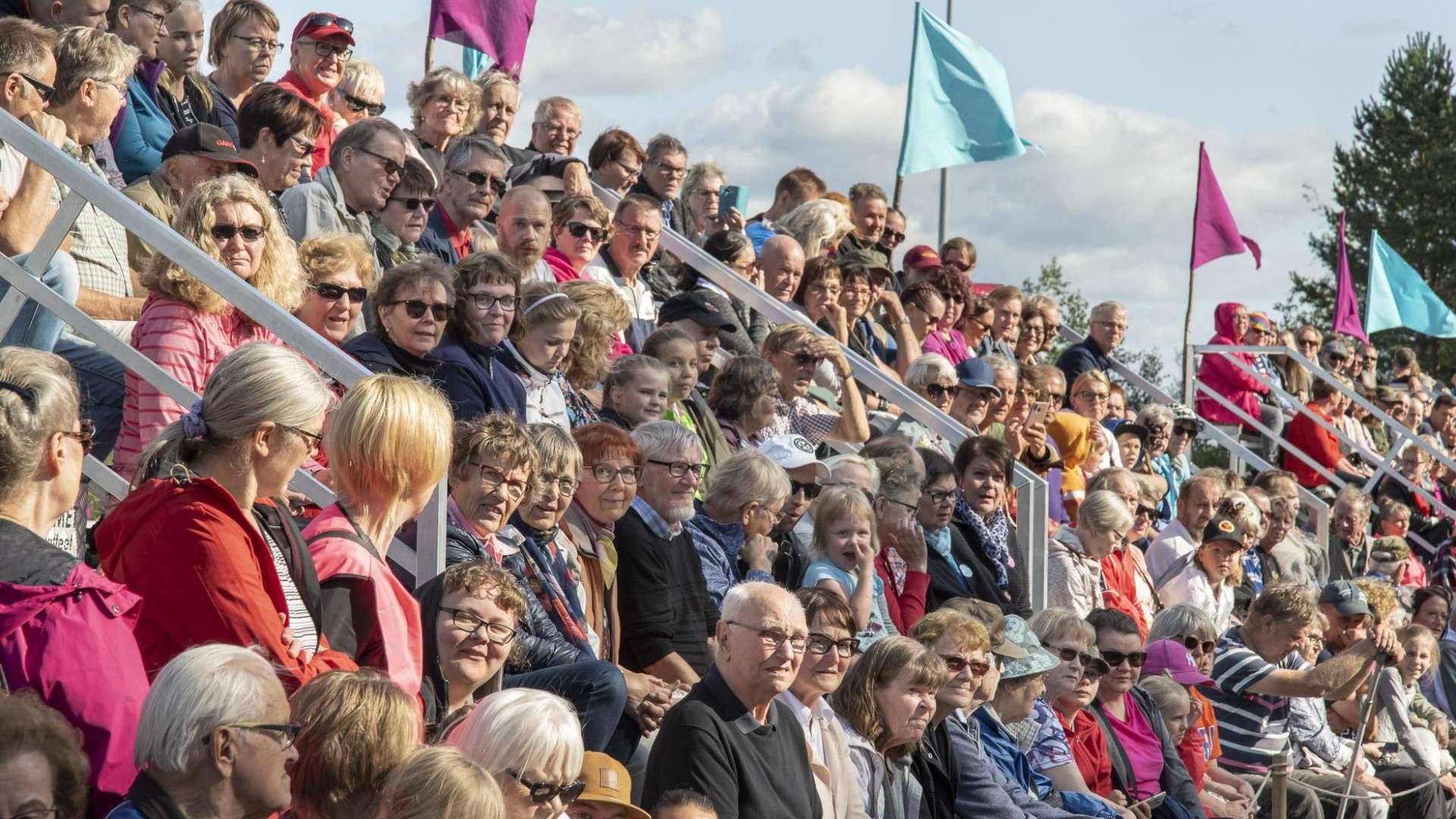 Orivesi 150 vuotisjuhlassa katsomot täyttyi iloisesta yleisöstä.