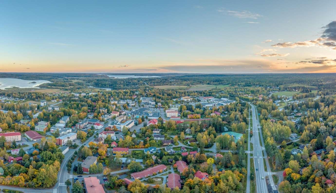 Oriveden kaupungin keskusta Paltanmäeltä katsottuna. Oriveden keskusta on tiivis ja elinvoimainen kauppapaikka.