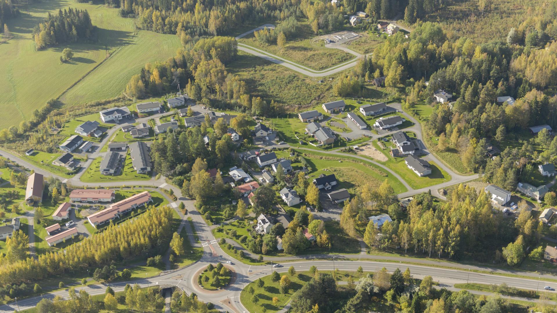 Ilmakuvaa Moision, Hakamäen ja Mattilanniityn asuinalueilta.