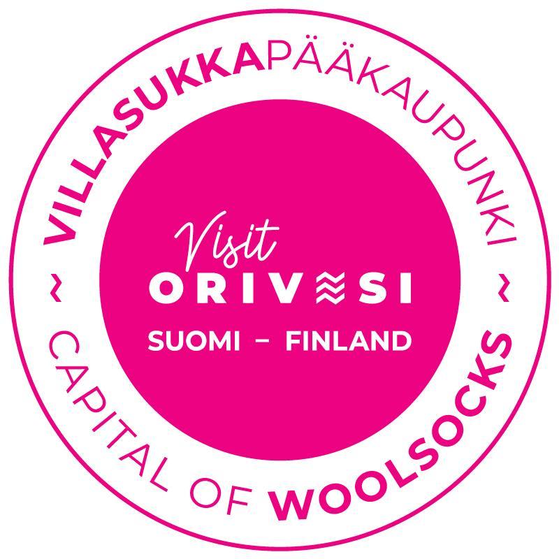 Oriveden kaupungin Villasukkapääkaupunki-logo, jossa lukee Visit Orivesi Suomi Finland, sekä Villasukkapääkaupunki, Capital of Woolsocks.