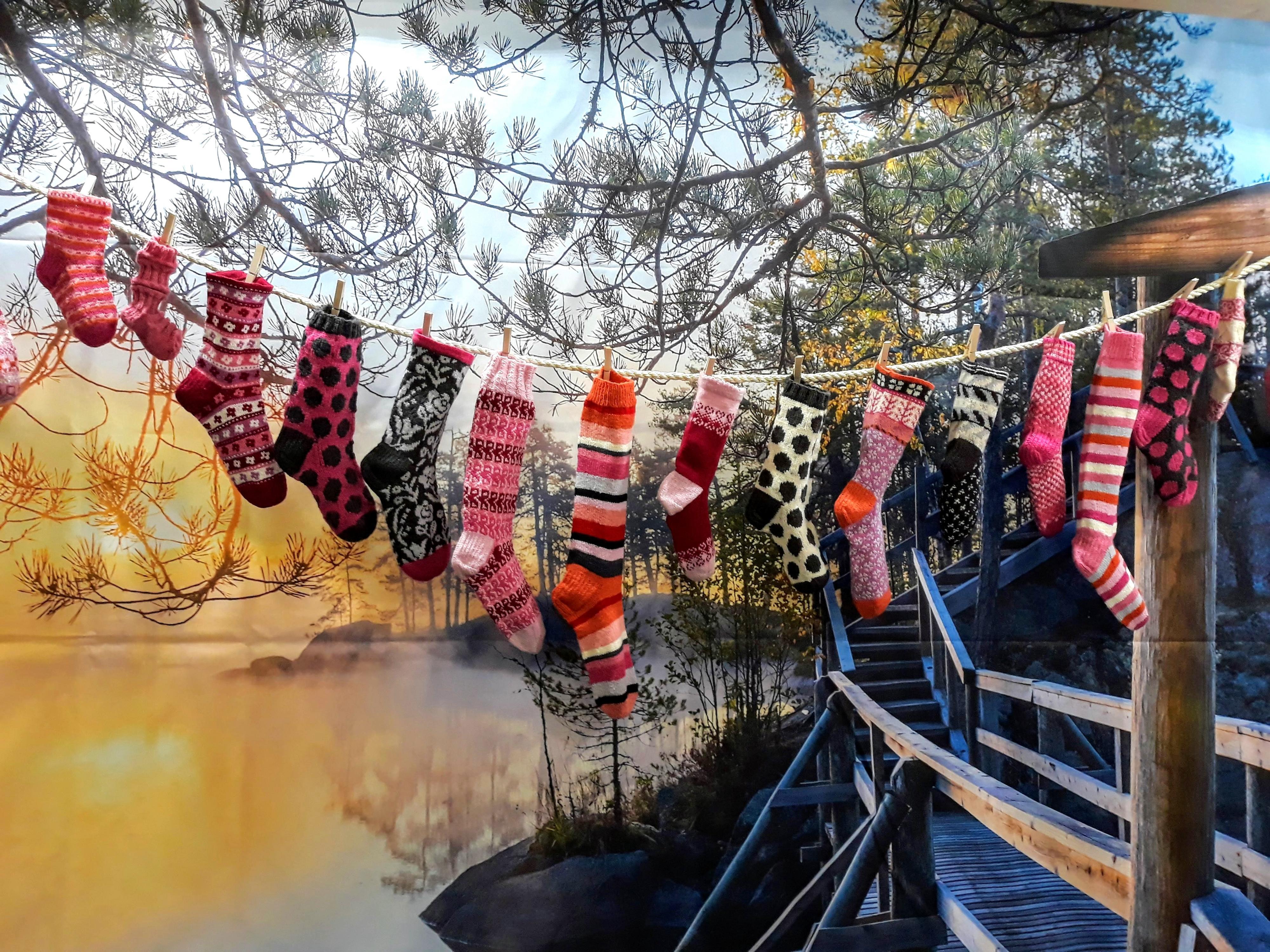 Villasukat pyykkinarulla messuilla