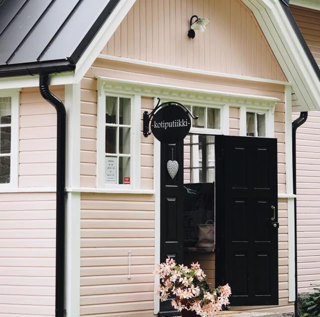 Kotiputiikki Orihannas sijaitsee vanhassa maatalossa