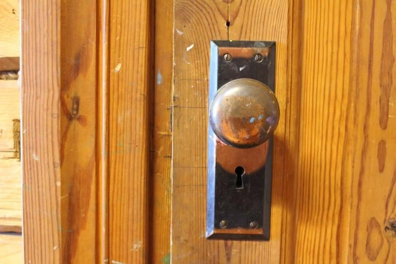 Auvisen talon ovenkahva.