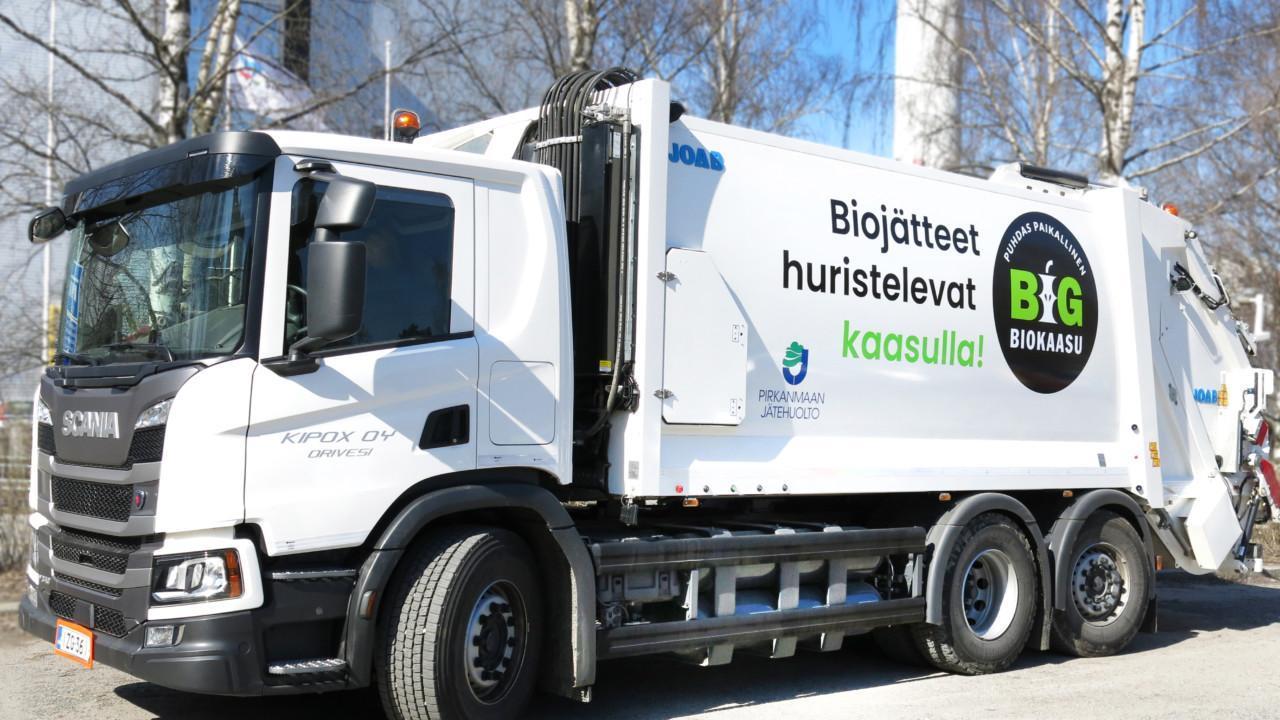 Pirkanmaan jätehuollon jäteauto.